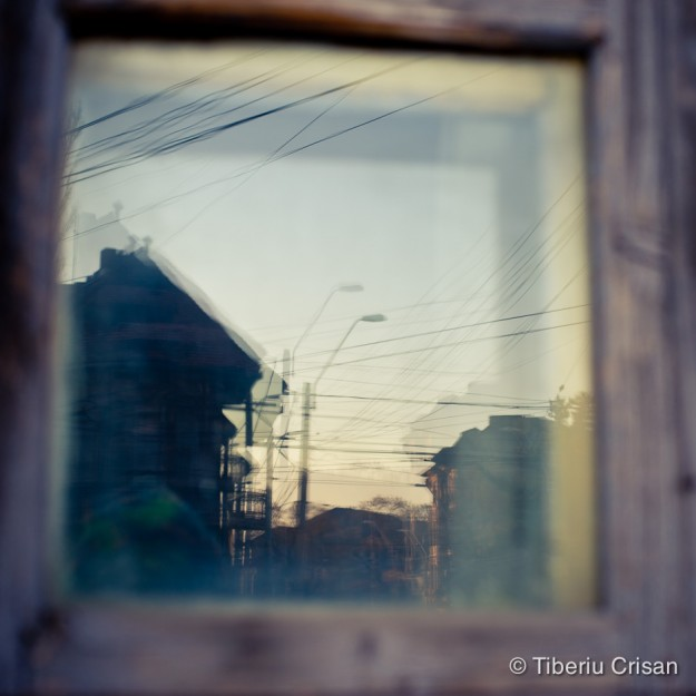 Case vechi din Bucuresti vazute printr-o fereastra